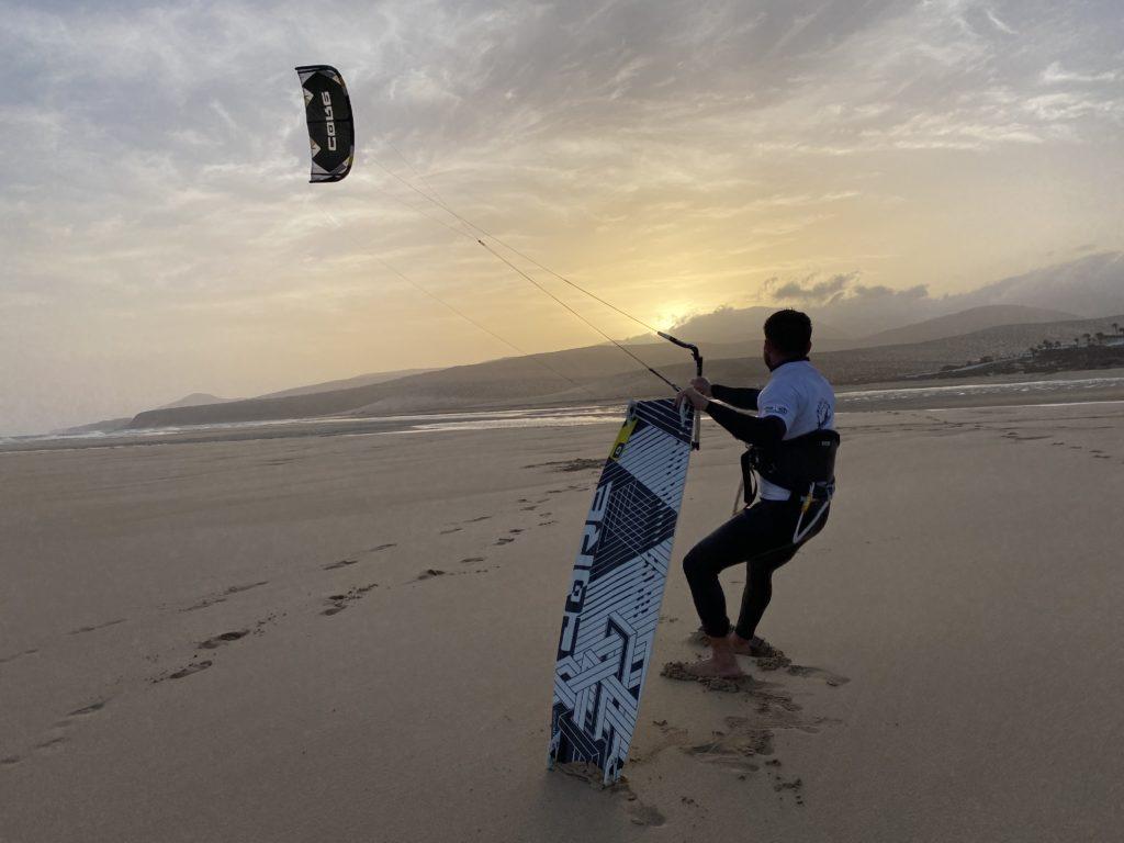 Kitesurfen Sonnenuntergang Fuerteventura (Copyright Tim – Surfers Island)