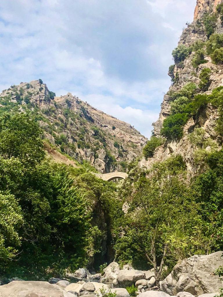 Civita Einstieg Canyon unterhalb der Teufelsbrücke