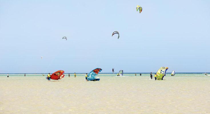 Kitesurfen lernen im Urlaub: Tipps für Anfänger