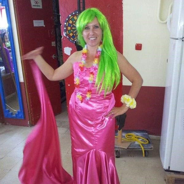 Yolanda im oinken Meerjungfra-Kostüm